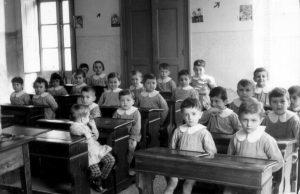bambini asilo banchi